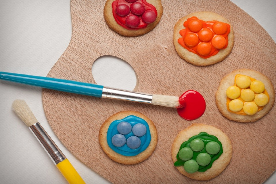 Impress your guests with this colourful SMARTIES Artist Cookies Recipe