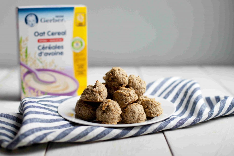 NESTLE GERBER Oatmeal Banana Bread Cookies Recipe with no added sugar or salt. A great finger food treat for toddlers.