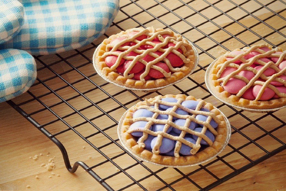 Colourful and delicious SMARTIES Berry Pie recipe