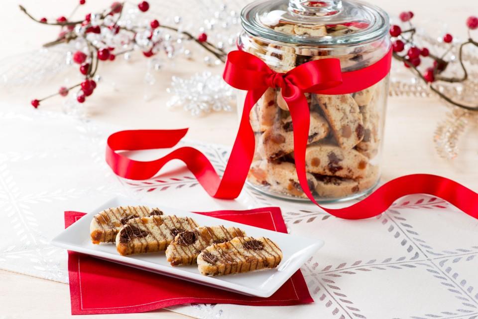 AERO Chocolate Toffee Biscotti recipe. Dip your delicious biscotti in a NESCAFÉ Mocha for an extra chocolatey coffee break!