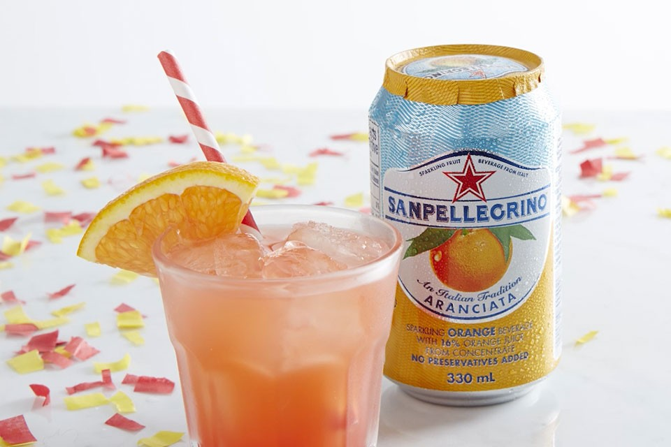 Aranciata Sunrise recipe. The perfect cocktail to celebrate new beginnings.