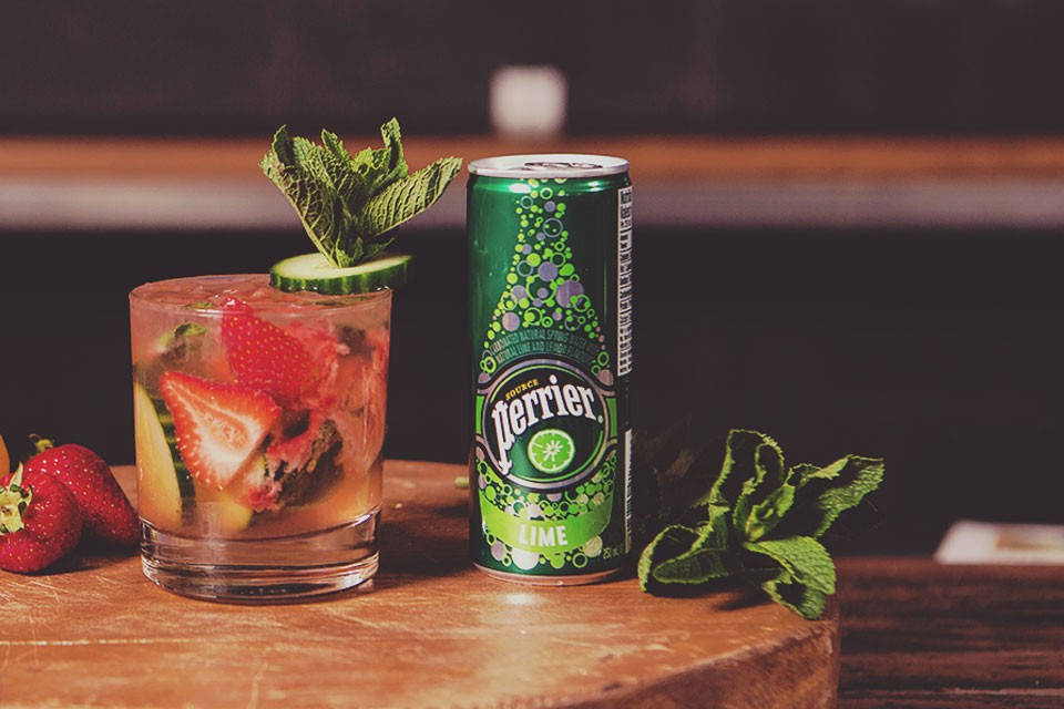 PERRIER Primavera Smash recipe. A drink with strawberry and lavender perfect for summer.