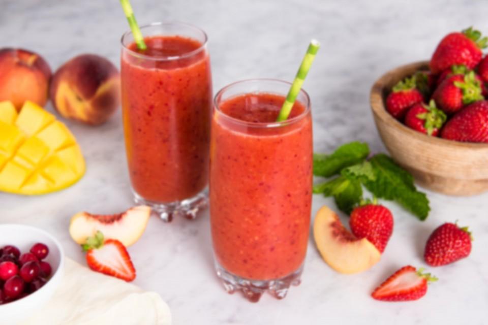 Recette de smoothie aux fruits au thé glacé GOOD HOST. Rempli de saveurs délicieuses, ce smoothie est sûr d'être un succès auprès de la famille.
