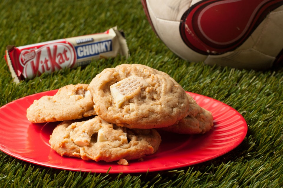 KIT KAT Chunky White recipe. Cookies and KIT KAT Chunky White for a world class match up.