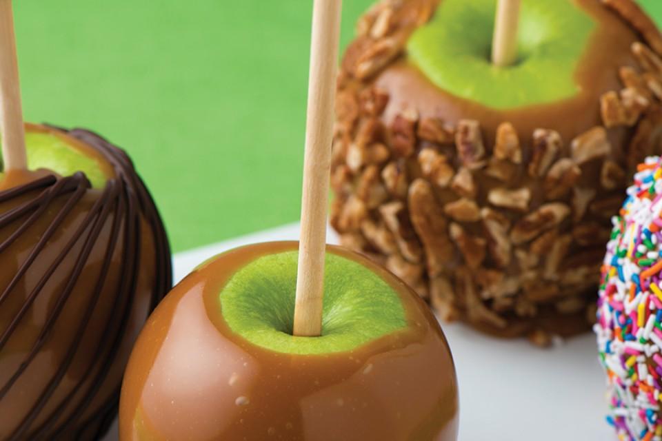 Recette classique de pommes au caramel et de caramel MACK. Ces délicieuses pommes au caramel sont parfaites pour Halloween.