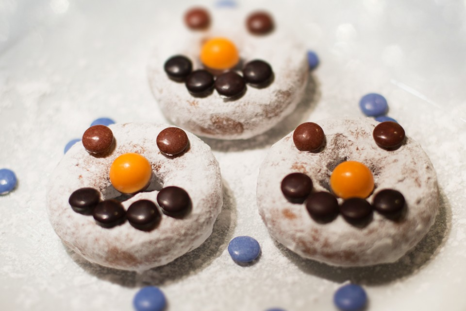 SMARTIES Snownuts. Turn your mini donut into a snownut!