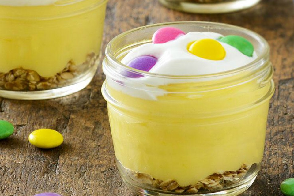 Recette de coupes à dessert au citron SMARTIES. Léger, citronné et adorable!