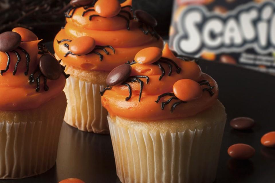 Recette de cupcakes araignée SCARIES. Mini cupcakes SMARTIES d'Halloween.