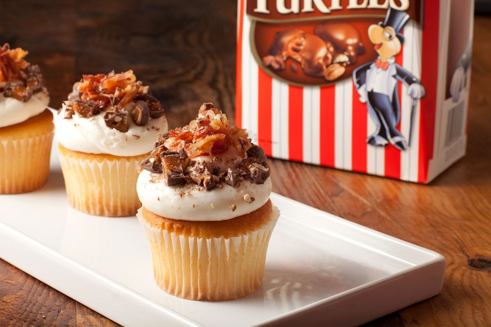 TURTLES Bacon Cupcakes recipe. Good luck eating this delicious cupcakes slowly!